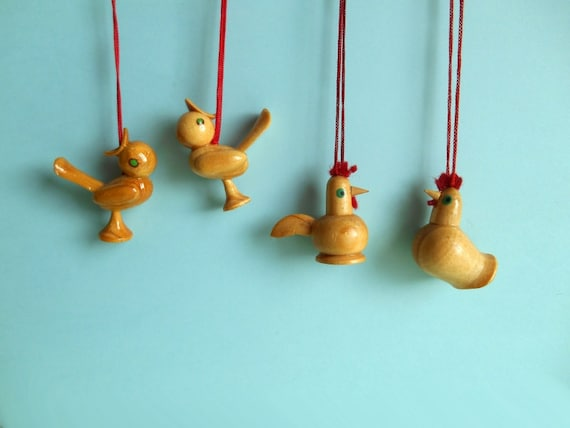 4 vintage wooden bird ornaments / German / natural wood / hand painted / 1960s