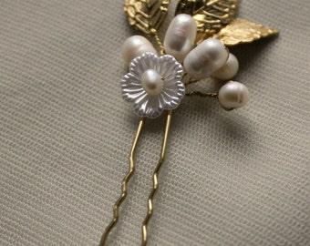 Bridal hair pins pins, freshwater pearls, pearl hair pins, gold hair pin, wedding hair pin, wedding hairpin