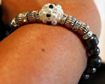 Beautiful Hematite & Pearl-beaded shamballa bracelet; handmade, beadweaving, black and white