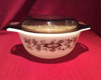 Pyrex Vine round casserole dish 800ml circa 1980