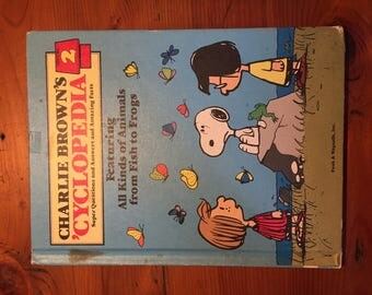 Charlie Brown's 'Cyclopedia - Vol. 2  'Featuring All Kinds of Animals From Fish tro Frogs' Funk & Wagnalls, Inc. 1980 - In Good Condition