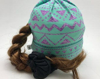 Sport Tuque with hole for the comforter green purple triangle