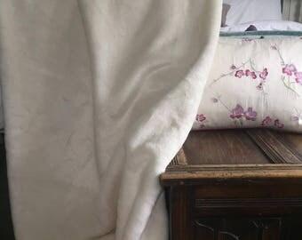 Gorgeous White Fake Fur blanket