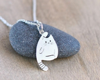 Silver cat pendant, Sterling Silver Cat Necklace, Tiny Cat Necklace, Kitty Necklace, Cat Charm Necklace, Cat Lover Gift, Pet Necklace