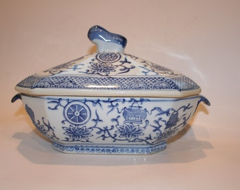 Vintage Blue and White Porcelain Chinoiserie Covered Dish Casserole Tureen Serving Bowl with Lid