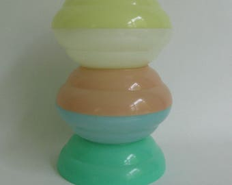 5 Tupperware bowls in sweet pastel shades
