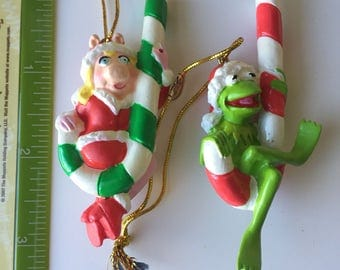 New in Box The Muppets Kermit and Miss Piggy miniature Christmas tree ornaments + plush finger puppets Jim Henson Gonzo