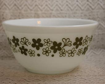 Pyrex 401, Vintage Mixing Bowl, Spring Blossom Mixing Bowl, Green and White Small Mixing Bowl, Pyrex Mixing Bowl, 1-1/2 Quart Mixing Bowl