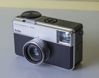 Kodak Instamatic 233 - Vintage German 1960's 126 film camera with case - Working