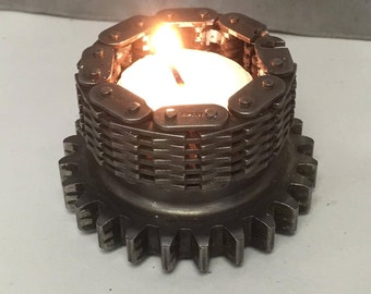 Single gear candle holder