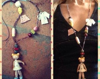 """Collana in ceramica con bambolina: La sarta /Clay necklace with doll """"The dressmaker"""""""