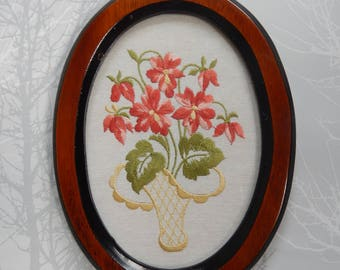 Oval Framed Embroidery, Vintage Framed Picture, Floral Art, Embroidery, 1950s Wall Hanging
