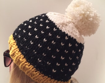 Knitted beanie with Pom in black, white, ochre/sand