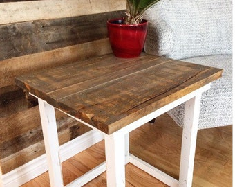 Reclaimed Wood Side Table / Table d'appoint  / nightstand / side table / Rustic table / end table / Farmhouse sidetable / Wood pallet table