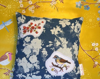 Denim pillow with bird embroidery - denim kussen met geborduurde vogel 1
