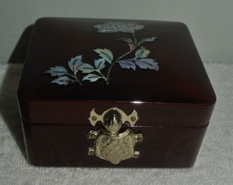 Vintage Laquer & Mother of Pearl Rose Ring Jewelry Trinket Box