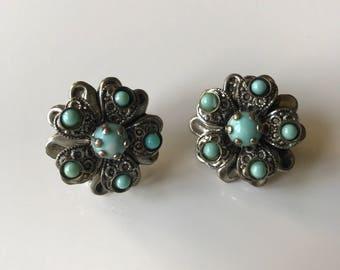 "Vintage Faux Turquiose Silver Tone Filigree Screwback Earrings, Boho Earrings, Southwest Earrings, 1980s Earrings, 1"" Round"