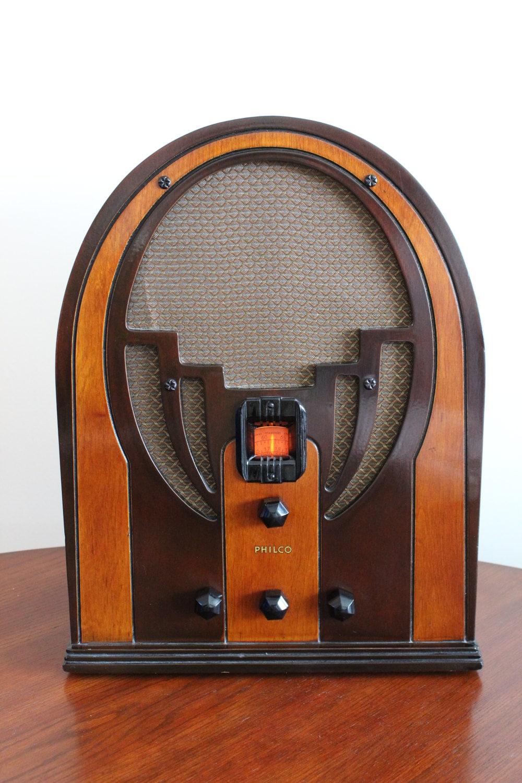 Antique Vintage Philco Baby Grand Cathedral Radio Model 60