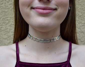 Shiny Gold Metallic Flowered Choker
