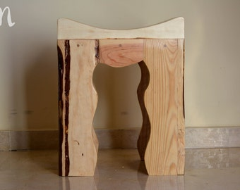 Small wooden stool - curved Oberá