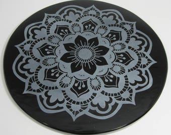 Engraved black obsidian mirror - Nava Padma Mandala
