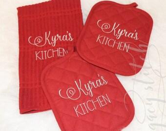 Personalized kitchen set / 2 Pot Holder/ 1 Kitchen Towel / Personalized Housewarming /  Interior Design / Personalized Gift