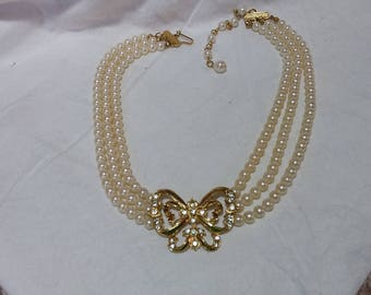 Beautiful vintage pearl,  rhinestones  covered choker necklace.  Wonderful condition.  Estate found.