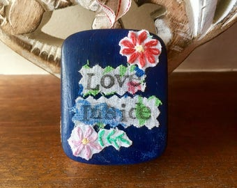 Personalised Gift, Best Friend Gift, Altered Wall Art,Girlfriend Gift, Vintage Daisy Flowers. Love Inside, Message on Linen, Ceramic Heart.