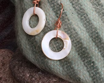Shell and Copper Round earrings