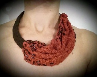 collar cotton, crochet contemporary, jewelry crochet, jewelry crochet, asimmetrica, red and black, contemporary.