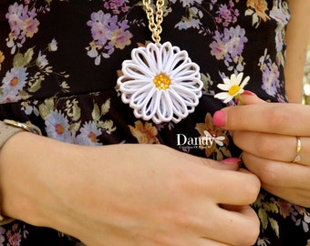 Daisy charm necklace