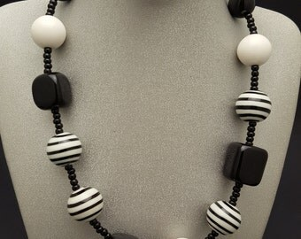 Necklace white/black