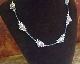 Silver rose necklace co025