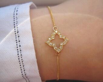 Crystal Clover Bracelet, Gold Bracelet, 14K Gold Filled Bracelet, Clover Bracelet, Minimal Bracelet, CZ Charm Bracelet, Classic Bracelet