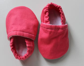Handmade soft sole baby shoes pink booties girl shoes baby gift Pink crib shoes Pink Baby pretty booties for girls