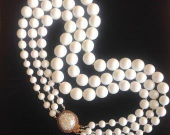 White vintage necklace shell. БАЛАМУТЫ ВИНТАЖНЫЕ 1940. БЕЛЫЕ БУСИНЫ ИЗ НАТУРАЛЬНОГО ПЕРЛАМУТРА.