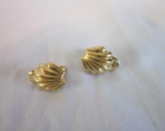 Vintage Designer Monet Shell Clip on Earrings Gold Tone