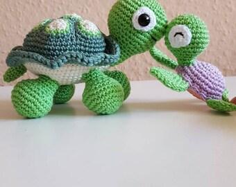 Cute crocheted amigurumi turtle gift idea süß gehäkelt Schildkröte geschenk idee