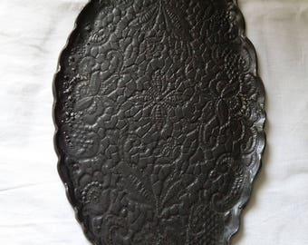 Platte, Speiseplatte, handgeformt, schwarze matte Glasur