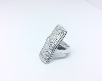 Beautifully detailed solid sterling silver ring