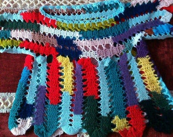 Soldes30%! CODE: SOLDESCNS. Nice vest for girl T4-5 years. Crocheted multicolored acrylic.