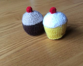 Knitted cup cakes buns