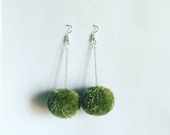 olive pompoms small