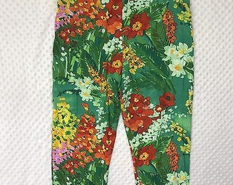 Vintage Jams World Women's Small Green Floral Cropped Pleated Capri Pants
