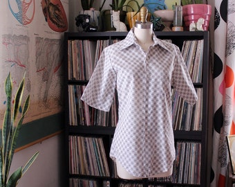 mens 1970s button down oxford shirt, Penneys Towncraft shirt with short sleeves, white with brown mid century print design, small medium
