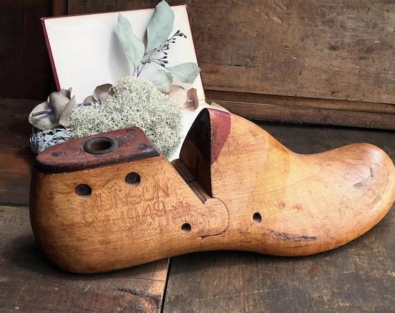 Wooden Shoe Form Shabby Decor -  Folk - Primitive - Vintage Industrial - 1949 Munson M&T Corp