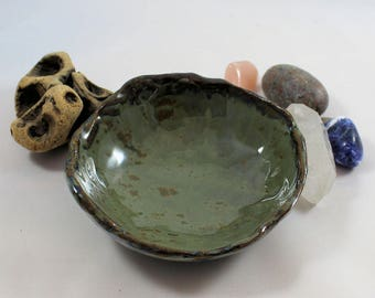 Scrying bowl - blue patterned exterior, gray-green interior