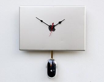 Mac parts clock, upcycled Macbook clock, Recycled Apple Powerbook laptop Clock, modern design clock, industrial design, computer parts clock