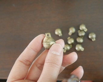 Accessories - A set of 10 small brass bells / brass balls / ball bead - 7020