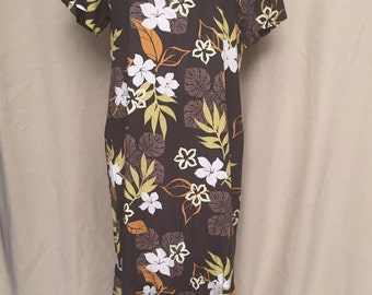 vintage 1960s Hawaiian Dress, Made in Hawaii, tropical flowers shannon marie